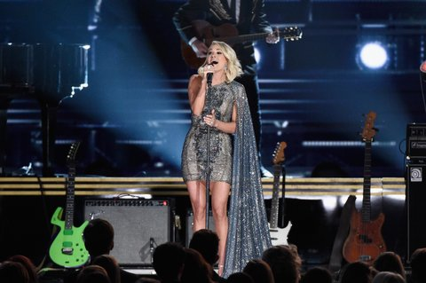 NASHVILLE, TN - NOVEMBER 02:  Carrie Underwood performs onstage at the 50th annual CMA Awards at the Bridgestone Arena on November 2, 2016 in Nashville, Tennessee.  (Photo by Gustavo Caballero/Getty Images)