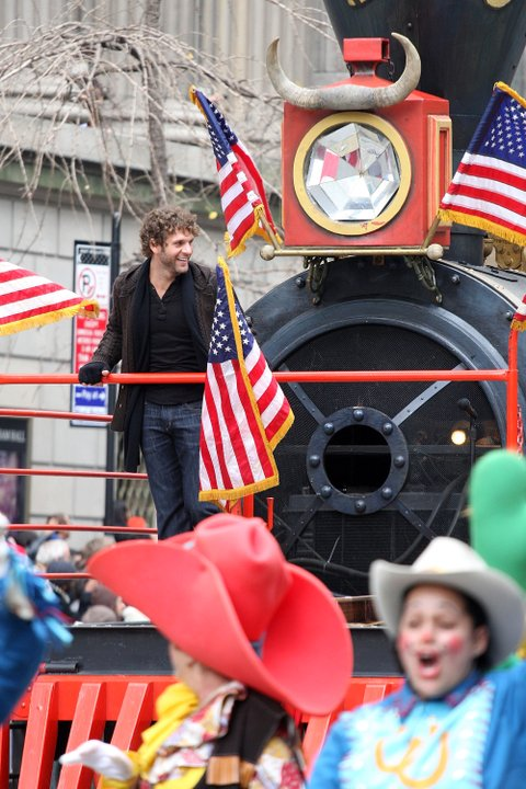 NEW YORK - NOVEMBER 26:  Singer Billy Currington attends the 83rd Annual Macy's Thanksgiving Day Parade on November 26, 2009 in New York, New York. Thanksgiving Day is celebrated in Canada and the United States and traditionally it is a time to give thanks for the harvest.  (Photo by Ben Hider/Getty Images)