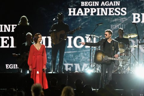 NASHVILLE, TN - NOVEMBER 02:  Rhiannon Giddens and Eric Church perform onstage at the 50th annual CMA Awards at the Bridgestone Arena on November 2, 2016 in Nashville, Tennessee.  (Photo by Gustavo Caballero/Getty Images)