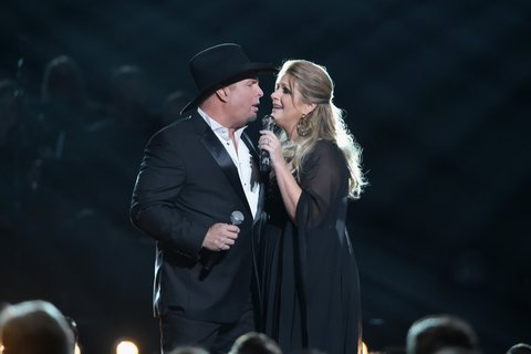 NASHVILLE, TN - NOVEMBER 02:  Garth Brooks and Trisha Yearwood perform onstage at the 50th annual CMA Awards at the Bridgestone Arena on November 2, 2016 in Nashville, Tennessee.  (Photo by Erika Goldring/FilmMagic)