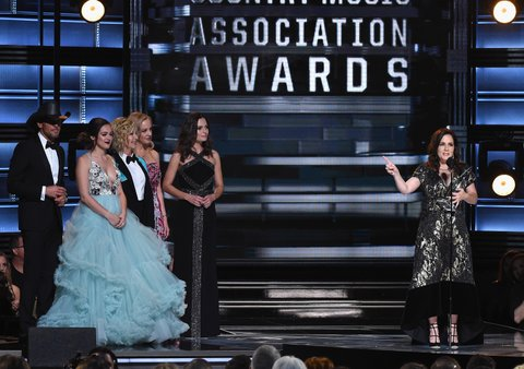 NASHVILLE, TN - NOVEMBER 02:  Tim McGraw, Hayley Orrantia, Olivia Newton-John, and Wendi McLendon-Covey present Lori McKenna with the Song of the Year award onstage at the 50th annual CMA Awards at the Bridgestone Arena on November 2, 2016 in Nashville, Tennessee.  (Photo by Rick Diamond/Getty Images)