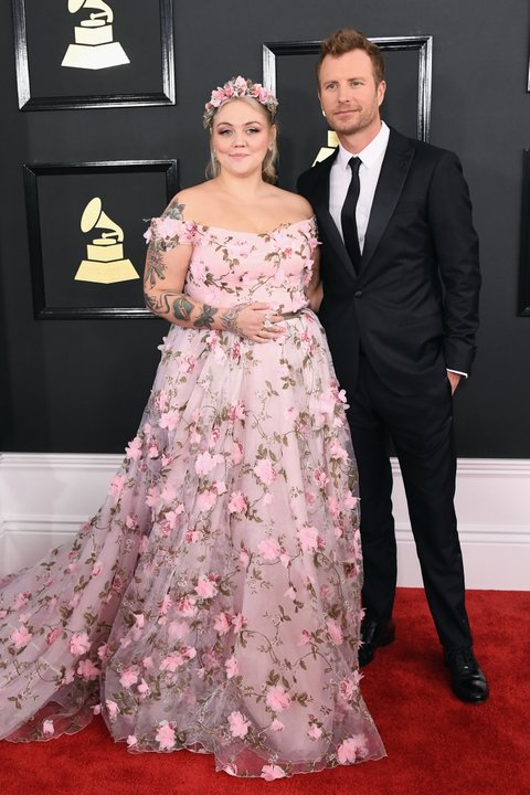 LOS ANGELES, CA - FEBRUARY 12:  Singers Elle King (L) and Dierks Bentley attend The 59th GRAMMY Awards at STAPLES Center on February 12, 2017 in Los Angeles, California.  (Photo by Jon Kopaloff/FilmMagic)