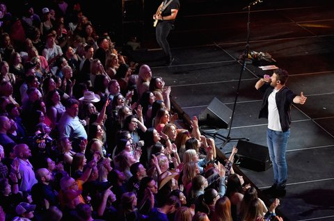 LAS VEGAS, NV - MARCH 30:  Singer Brett Eldredge performs onstage during CMT Instant Jam: Brett Eldredge on March 30, 2017 in Las Vegas, Nevada.  (Photo by Rick Diamond/Getty Images for CMT)