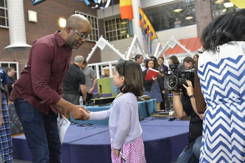 Darius Rucker works with RAM Nation volunteers at the MUSC ChildrenÕs Hospital teen center in Charleston, South Carolina.