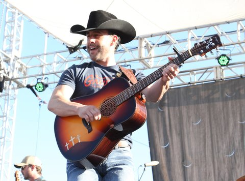 LAS VEGAS, NV - APRIL 01:  Singer Aaron Watson performs onstage at the ACM Party For A Cause: Tailgate Party on April 1, 2017 in Las Vegas, Nevada.  (Photo by Gabe Ginsberg/Getty Images for ACM)