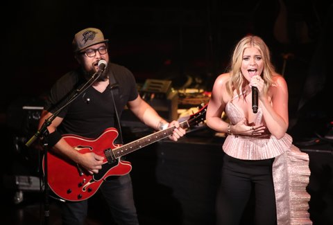 LAS VEGAS, NV - APRIL 01:  Singer-songwriter Lauren Alaina (R) performs onstage at the ACM Party For A Cause: House Of Blues on April 1, 2017 in Las Vegas, Nevada.  (Photo by Christopher Polk/Getty Images for ACM)