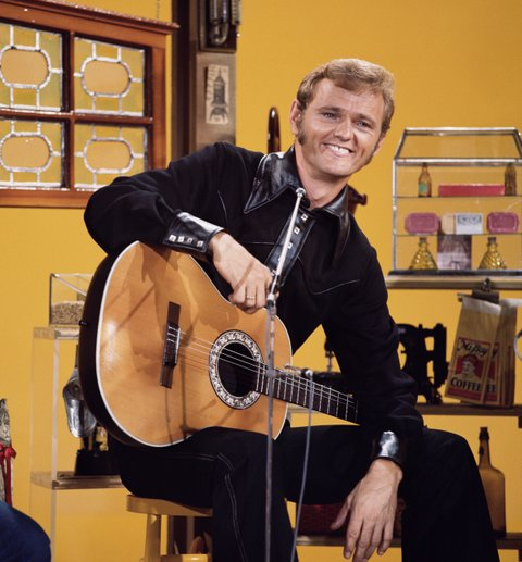 LOS ANGELES - JANUARY 1: Jerry Reed, performer on The Glen Campbell Goodtime Hour. Image dated 1971. (Photo by CBS via Getty Images)