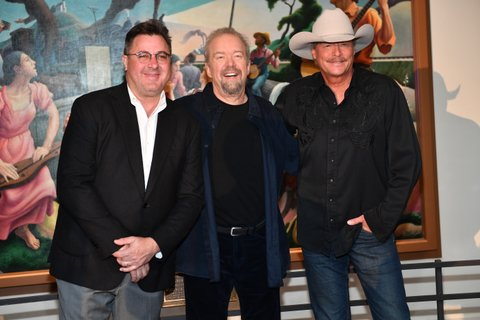 NASHVILLE, TN - APRIL 05:  Recording Artists Vince Gill and Alan Jackson, along with songwriter Don Schlitz (center) during the 2017 Hall of Fame Inductees Announcement where Alan Jackson, Jerry Reed and Don Schlitz were announced to become 2017 inductees at The Country Music Hall of Fame on April 5, 2017 in Nashville, Tennessee.  (Photo by Jason Davis/Getty Images)
