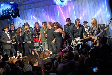 LOUISVILLE, KY - MAY 05: Kix Brooks, Kid Rock, Ritchie Sambora,  Sammy Hagar, Mary Wilson, Joey Fatone, Travis Tritt, and Orianthi performs during the 29th Barnstable Brown Kentucky Derby Eve Gala on May 5, 2017 in Louisville, Kentucky.  (Photo by Stephen J. Cohen/Getty Images)