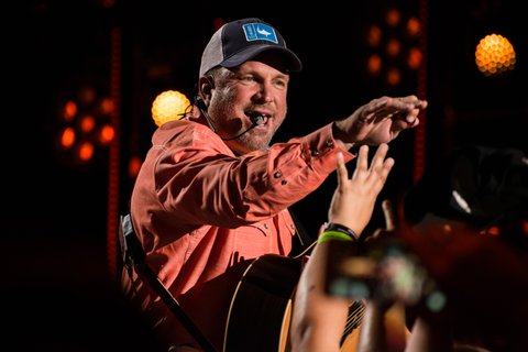NASHVILLE, TN - JUNE 08:  (EDITORIAL USE ONLY) SingerGarth Brooks performs at Nissan Stadium during day 1 of the 2017 CMA Music Festival on June 8, 2017 in Nashville, Tennessee.  (Photo by Richard Gabriel Ford/Getty Images)