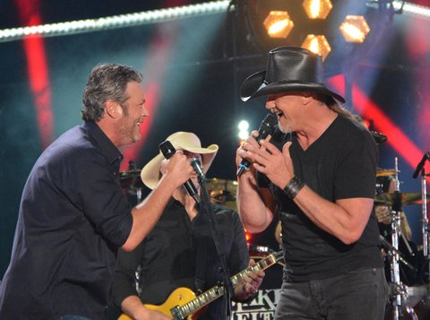 NASHVILLE, TN - JUNE 09:  (EDITORIAL USE ONLY)  Singer/songwriters Blake Shelton (L) and Trace Adkins perform at Nissan Stadium during day 2 of the 2017 CMA Music Festival on June 9, 2017 in Nashville, Tennessee.  (Photo by Mindy Small/FilmMagic)