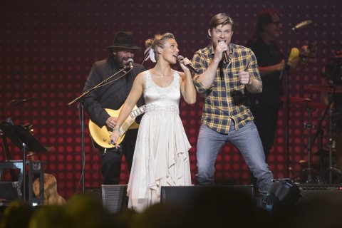 Clare Bowen and Chris Carmack