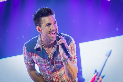 OTTAWA, ON - JULY 11:  Jake Owen performs on Day 5 of the RBC Bluesfest on July 11, 2017 in Ottawa, Canada.  (Photo by Mark Horton/Getty Images)