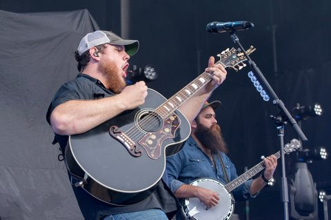 WANTAGH, NY - JULY 27:  Luke Combs performs at Northwell Health at Jones Beach Theater on July 27, 2017 in Wantagh, New York.  (Photo by Mike Pont/Getty Images)
