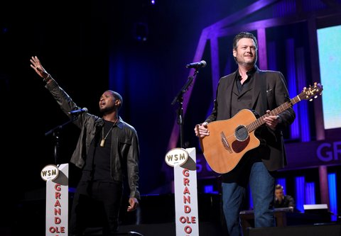 NASHVILLE, TN - SEPTEMBER 12:  In this handout photo provided by Hand in Hand, Usher and Blake Shelton perform onstage during Hand in Hand: A Benefit for Hurricane Relief at the Grand Ole Opry House on September 12, 2017 in Nashville, Tennessee.  (Photo by John Shearer/Hand in Hand/Getty Images)