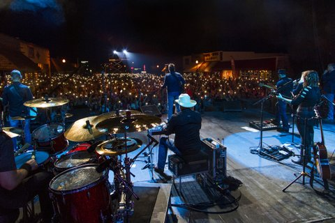 TISHOMINGO, OK - SEPTEMBER 30:  Blake Shelton performs during a free Opry style concert on Main Street outside of new restaurant and bar, Ole Red, opened by Shelton and Ryman Hospitality Partners on September 30, 2017 in Tishomingo, Oklahoma.  (Photo by Erika Goldring/Getty Images for Ryman Hospitality Properties Inc)
