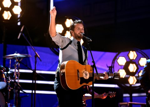 NASHVILLE, TN - OCTOBER 18:  Honoree Luke Bryan performs onstage at the 2017 CMT Artists Of The Year on October 18, 2017 in Nashville, Tennessee.  (Photo by John Shearer/Getty Images for CMT)