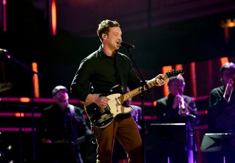 NASHVILLE, TN - OCTOBER 18: Singer-songwriter Phillip Phillips performs onstage at the 2017 CMT Artists Of The Year on October 18, 2017 in Nashville, Tennessee.  (Photo by John Shearer/Getty Images for CMT)