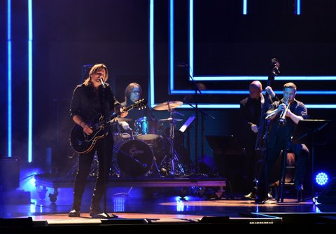 NASHVILLE, TN - OCTOBER 18:  Singer-songwriter Keith Urban performs onstage at the 2017 CMT Artists Of The Year on October 18, 2017 in Nashville, Tennessee.  (Photo by Rick Diamond/Getty Images for CMT)