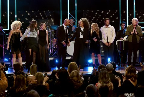 NASHVILLE, TN - OCTOBER 18:  Kimberly Schlapman, Karen Fairchild, Danielle Bradbery, Common, Andra Day, Lee Ann Womack, Jimi Westbrook, and Phillip Sweet perform onstage at the 2017 CMT Artists Of The Year on October 18, 2017 in Nashville, Tennessee.  (Photo by Rick Diamond/Getty Images for CMT)