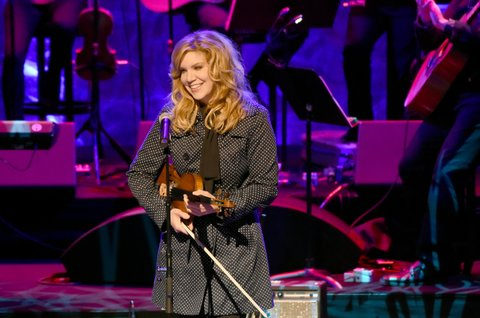 NASHVILLE, TN - OCTOBER 22:  Singer Alison Krauss performs onstage at the Country Music Hall of Fame and Museum Medallion Ceremony to celebrate 2017 hall of fame inductees Alan Jackson, Jerry Reed And Don Schlitz at Country Music Hall of Fame and Museum on October 22, 2017 in Nashville, Tennessee.  (Photo by Rick Diamond/Getty Images for Country Music Hall Of Fame & Museum)