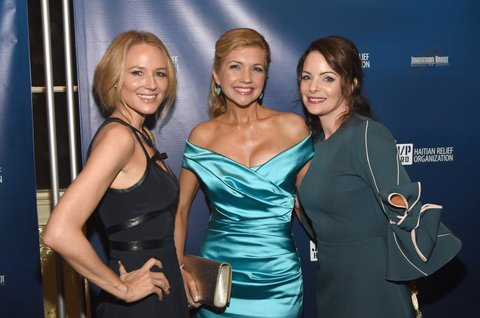 BRENTWOOD, TN - OCTOBER 24:  Singer-songwriter Jewel, actress Susan Yeagley and actress Kimberly Williams Pasile attend Nashville Shines for Haiti benefiting Sean Penn's J/P Haitian relief organization featuring Tim McGraw hosted and underwritten by Johnathon Arndt and Newman Arndt at the Arndt Estate on October 24, 2017 in Brentwood, Tennessee.  (Photo by Rick Diamond/Getty Images for J/P Haitian Relief Organization)