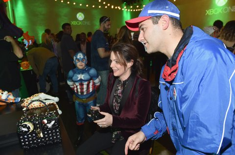 NASHVILLE, TN - OCTOBER 27:  Host Kimberly Williams-Paisley tests out the new games at the Xbox Halloween Gaming Event hosted by Brad Paisley and Kimberly Williams-Paisley at Ruby on October 27, 2017 in Nashville, Tennessee.  (Photo by John Shearer/Getty Images for Xbox)