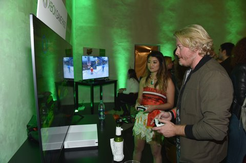 NASHVILLE, TN - OCTOBER 27: Singer-songwriter Philip Sweet of Little Big Town tests out games at the Xbox Halloween Gaming Event hosted by Brad Paisley and Kimberly Williams-Paisley at Ruby on October 27, 2017 in Nashville, Tennessee.  (Photo by John Shearer/Getty Images for Xbox)