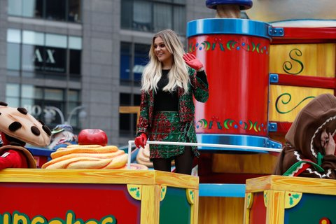 NEW YORK, NY - NOVEMBER 24:  Kelsea Ballerini rides in the 2016 Macy's Thanksgiving Day Parade on November 24, 2016 in New York City.  (Photo by Taylor Hill/FilmMagic)