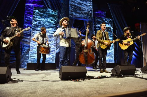 NASHVILLE, TN - NOVEMBER 05:  Old Crow Medicine Show perform onstage during the 2017 SESAC Nashville Music Awards on November 5, 2017 in Nashville, Tennessee.  (Photo by Jason Davis/Getty Images for SESAC)
