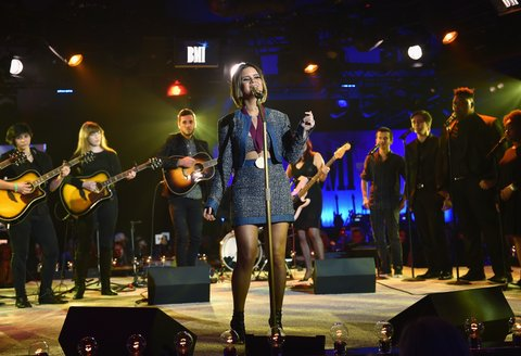 NASHVILLE, TN - NOVEMBER 07: Singer-songwriter Maren Morris performs with the Nashville School of the Arts choir onstage during the 65th Annual BMI Country Awards at BMI on November 7, 2017 in Nashville, Tennessee.  (Photo by John Shearer/Getty Images for BMI)