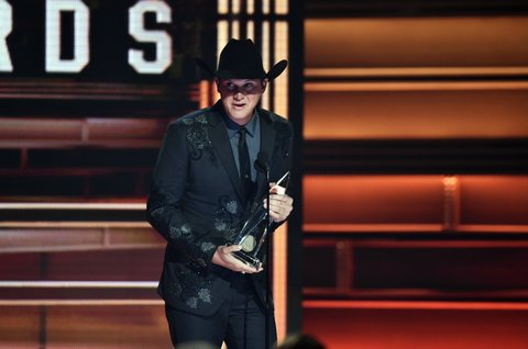 NASHVILLE, TN - NOVEMBER 08:  Jon Pardi accepts an award onstage at the 51st annual CMA Awards at the Bridgestone Arena on November 8, 2017 in Nashville, Tennessee.  (Photo by John Shearer/WireImage)