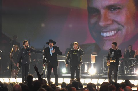 NASHVILLE, TN - NOVEMBER 08:  Dierks Bentley, Eddie Montgomery, Gary LeVox, and Jay DeMarcus perform onstage at the 51st annual CMA Awards at the Bridgestone Arena on November 8, 2017 in Nashville, Tennessee.  (Photo by Rick Diamond/Getty Images)