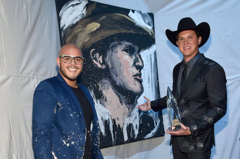 NASHVILLE, TN - NOVEMBER 08:  Artist David Garibaldi and Jon Pardi pose in the press room at the 51st annual CMA Awards at the Bridgestone Arena on November 8, 2017 in Nashville, Tennessee.  (Photo by Mike Coppola/Getty Images)