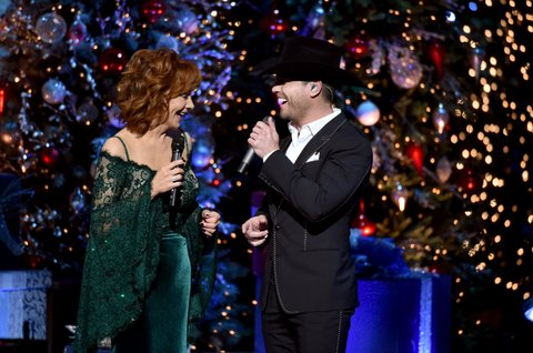 NASHVILLE, TN - NOVEMBER 14:  Reba McEntire and Dustin Lynch perform onstage for CMA 2017 Country Christmas at The Grand Ole Opry on November 14, 2017 in Nashville, Tennessee.  (Photo by John Shearer/Getty Images,)