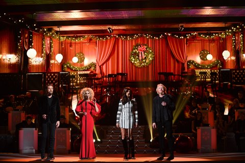 NASHVILLE, TN - NOVEMBER 14:  (L-R) Recording Artists Jimi Westbrook, Kimberly Schlapman, Karen Fairchild and Phillip Sweet of Little Big Town perform on stage during the 2017 CMA Country Christmas at The Grand Ole Opry on November 14, 2017 in Nashville, Tennessee.  (Photo by Jason Davis/WireImage)