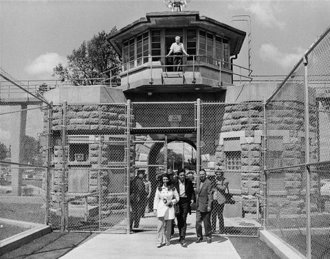 American country singer Johnny Cash (1932 - 2003) and his wife June Carter Cash (1929 - 2003) leave the front gate of Kansas State Prison, circa 1968. (Photo by Hulton Archive/Getty Images)