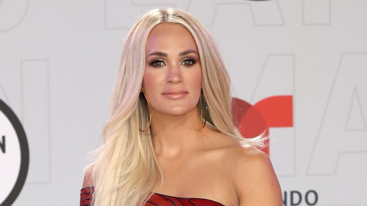Carrie Underwood Leads Fans Through Surprise Live Workout Experience